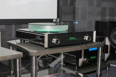BASSOCONTINUO REFERENCE LINE - model ACCORDEON XL4, close up on McIntosh turntable