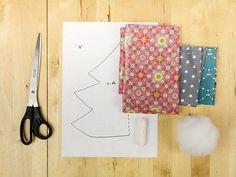 Tutoriale DIY: Cómo hacer un pequeño árbol de Navidad de tela  vía DaWanda.com