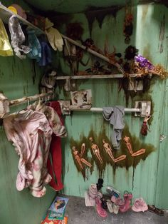 Love the dolls spelling out KILL! Halloween Doll, Halloween Birthday, Halloween 2019, Holidays Halloween, Scary Halloween, Halloween Crafts, Zombie Dolls, Creepy Dolls, Halloween Universal