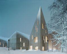 Reiulf Ramstad Arkitekter ha appena completato in Norvegia un museo che dichiara la sua funzione attraverso l'espressione architettonica e l'uso di materiali tipici del luogo, trasmettendo un atteggiamento aperto che rende possibile un utilizzo diversificato.