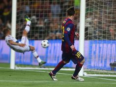 Messi scoring second goal Messi Vs, Messi Soccer, Leonel Messi, Barcelona Players, Barcelona Soccer, Messi 2015, Soccer Stars, Uefa Champions League, Fc Barcelona