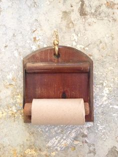 Classic toiletpapir Roll holder #decor #vintageliving #classicdecor #interiordecorating #bathroom #welovehelsingør #denmark