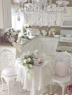 Romantic Shabby Chic Kitchen with Gorgeous Chandelier. Romantic Shabby Chic Kitchen with Gorgeous Chandelier. Blanc Shabby Chic, Cottage Shabby Chic, Shabby Chic Mode, Cocina Shabby Chic, Muebles Shabby Chic, Shabby Chic Vintage, Style Shabby Chic, Shabby Chic Kitchen Decor, Shabby Chic Dining