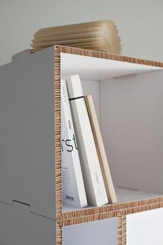 Estantería de cartón * Shelf made out of cardboard *