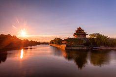 Perfect cheap sundowner: wine along the Forbidden City