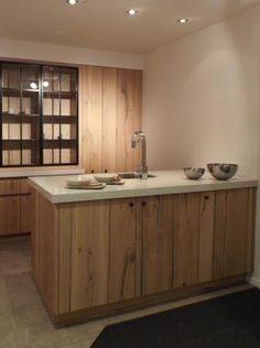 Moderne balkeneik keuken met witte accenten - Keukens Degroof Lommel could this work?