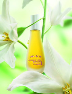 The cult multi-award winning beauty serum 'Aromessence Neroli'. Designed for all skin-types to provide intensive hydration for a healthy, glowing complexion!