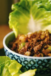 Oh how I love quick to the table easy weeknight meals. Asian Ground Beef Lettuce Wraps are perfect for school night! Asian Lettuce Wraps, Lettuce Wrap Recipes, Asian Recipes, Healthy Recipes, Delicious Recipes, Clean Eating, Healthy Eating, Asian Beef, Easy Weeknight Meals
