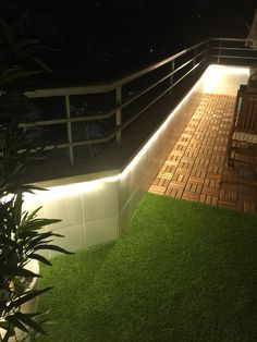Leds Terrace césped artificial RUNNEN Ikea Artificial Grass Balcony, Fake Grass, Ikea Deck Tiles, Building A Floating Deck, Deck Shade, Balcony Railing Design, Tiny Balcony, Outdoor Chandelier, Small Outdoor Spaces