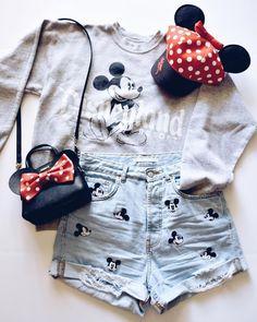Classic Disneyland style Walt Disney World // Disney Style // Disney Tee // Disney Outfit // Wear to Disney Disney World Outfits, Cute Disney Outfits, Disney Themed Outfits, Disneyland Outfits, Disney Clothes, Disney Fashion, Disney Shirts, Ropa Interior Calvin, Theme Park Outfits