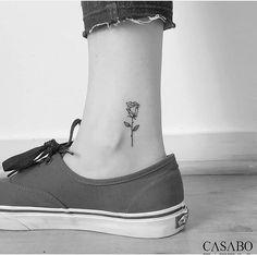 Tattoo – – – Tatuajes – Tattoo – – – Tatuajes – Related posts: ✔️ Pooh tatuajes-pequeños-mujer-tatuaje-en-la-muñeca-de-corazon-muy-simpático How to Take Care of a New Colour Tattoo When Sleeping Tattoo leaves wrist hand jewelry Little Tattoos, Mini Tattoos, Flower Tattoos, Body Art Tattoos, Small Tattoos, Cool Tattoos, Tatoos, Rosen Tattoo Klein, Hanna Tattoo