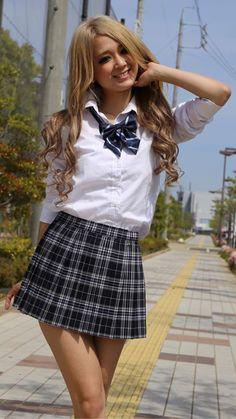 School Uniform Outfits, School Girl Outfit, Girl Outfits, Pleated Mini Skirt, Mini Skirts, Asian Woman, Asian Girl, Gyaru Fashion, Asian Hotties