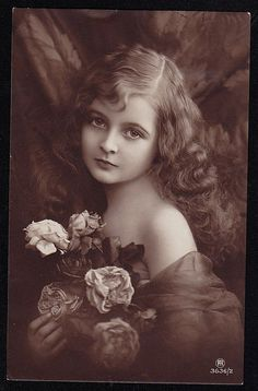 Vintage Postcards Beautiful young girl with flowers.takes to a site that guantees wierd sites.I like the vintage I have seen by gayle Vintage Abbildungen, Images Vintage, Vintage Girls, Vintage Pictures, Vintage Beauty, Old Pictures, Vintage Postcards, Vintage Prints, Old Photos