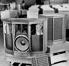 Speaker Plans, Altec Lansing, Speaker Box Design, Electronics Companies, Diy Speakers, Antique Radio, Hifi Audio, Vacuum Tube, Loudspeaker