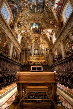 Organic Passion - the basilica of the monastery of Monte Cassino in southern Italy