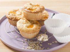 Haferflocken-Muffins mit Obst. Mit Heidelbeeren, Haferflockenmüsli und ein bisschen Proteinpulver abgewandelt - perfekt