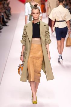 See all the Collection photos from Fendi Spring/Summer 2019 Ready-To-Wear now on British Vogue Spring Fashion Trends, Fashion Week, Spring Summer Fashion, Runway Fashion, Fashion Outfits, Womens Fashion, Summer Trends, Fashion Styles, Fashion Fashion