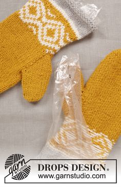 Touch of Gold / DROPS Extra – Free knitting patterns by DROPS Design - handschuhe sitricken Knitting Patterns Free, Free Knitting, Crochet Patterns, Drops Design, Gold Pattern, Free Pattern, Ravelry, Touch Of Gold, Arm Warmers