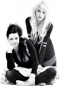 Amy Lee (Evanescence) Taylor Momsen (The Pretty Reckless)