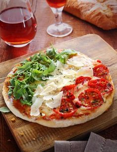 Looking forward to sitting down for a patriotic pizza very soon in Italy. Pizza Recipes, Gourmet Recipes, Logo Mexicano, Voyage Rome, Italian Party, Restaurants, Appetizers For Party, Food Design, Food Preparation