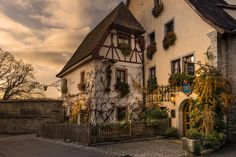 ...the night comes in the small and quiet alleys of franconia