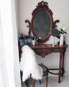 #penteadeira #homemake #vintage #princess #morandocomamor #homesweethome #homedecor #instadecor #decoracao #minhacasapop #decorarmm #decorfeelings #decorhome #diy #revistaocapop #minimal #industrialdecor #homeoffice #pinterestinteriors #instadecor #interiordesigner #designinteriores #scandinaviandecor #make (@morandocomamor)