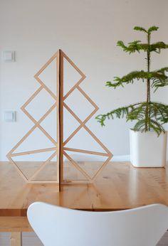 Как сделать новогоднюю ёлку оригинальной? Где купить дизайнерские ёлочные игрушки? Что подарить подружкам? Ниже — ответы на все вопросы и 9 новогодних витрин Нью-Йорка для вдохновения https://roomble.com/publication/novyj-god-2015-idei-dekor-svoimi-rukami/