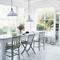 lots of windows and light and big table - great light fixtures