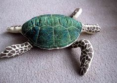 http://artesanatobrasil.net/molde-almofada-tartaruga/ - Tartaruga Marinha de pano