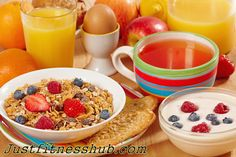 List Of Healthy Breakfast Foods On The Go: One should aim for good healthy breakfast foods that provide a combination of good carbs & fiber with some protein. A good healthy breakfast helps to raise your brainpower, manage weight, & enhances nutrients intake. One thing you should avoid is to start your day without eating something in morning. If you have to rush in morning, you can opt for a quick healthy breakfast that gives you energy, satiates your cravings, and set the stage for the go.