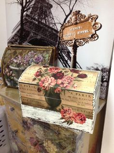 Decoupage design might work well on old sewing box Decoupage Wood, Decoupage Ideas, Craft Projects, Projects To Try, Pretty Box, Altered Boxes, Vintage Box, Keepsake Boxes, Box Art