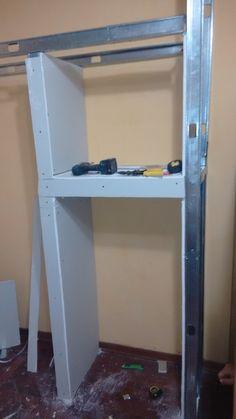 Este closet tipo hornacina se hizo en 2 dias,en un espacio muy reducido que no se usaba,gracias al sistema drywall se pudo realizar.