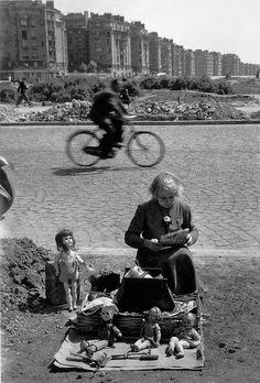 Los tiempos difíciles los viven todos los países; solo que algunos se lo toman a pecho, Colombia. | «París (1948), imagen captada por Willy Ronis».