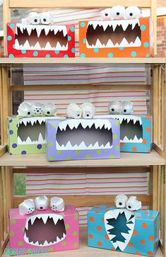 DIY Craft Halloween Decoration idea for kids - Tissue Box Monsters! love it! Cheap and Simple Craft idea Time to get the whole family crafting for the Halloween season, with some great cheap and easy DIY halloween decoration ideas. Monster Party, Monster Treats, Monster Box, Monster Eyes, Feed The Monster, Happy Monster, Monster Mash, Kids Crafts, Projects For Kids