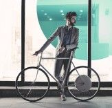 FlyKly Smart Wheel is lightweight and highly efficient all-in-one design pedal assist that fits on practically any bicycle. It is operated by a smart Bicycling Magazine, Motorcycle Bike, Cycling Bikes, Cool Gadgets, Wonders Of The World, Dream Cars, Electric, Design, Alps