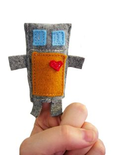 I love this!  I need more felt now Finger Puppet Bot |