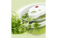 Diese Salatschleuder ist die erste mit Turbo-Antrieb. Im schnellen Tempo ist der Salat geschleudert und servierfertig. Ein praktischer Helfer in der Küche und im Haushalt.  #Haus #Küche #Salat #kochen #Alltag #emsa #Hertie