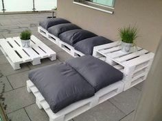 Outdoor Furniture Pallet Outdoor Pallet Seating Ideas - 13 ideas to inspire you to create amazing outdoor seating from old pallets. From the bright and colourful to the simple and rustic, it's all here. Outdoor Pallet Seating, Pallet Lounge, Outdoor Lounge, Backyard Seating, Outdoor Couch, Pallet Sectional, Outdoor Spaces, Lounge Seating, Pallet Benches