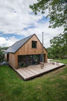 exterior finish, porch on the back, terrace with outline - Modern Casas Containers, Pole Barn Homes, Shed Homes, House In The Woods, Modern Farmhouse, Modern Barn, Farmhouse Design, Future House, Building A House