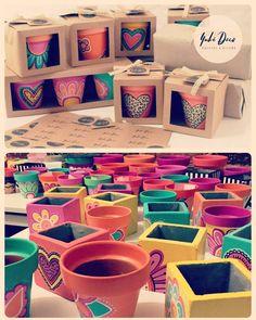 Ultimos pedidos navideños listos!!!! 🌸🌼🌿🌺🌻🌹🌿🌺 Trabajando a pleno junto a @estudiointegral_ en San Pedro!!! Infinitas gracias por elegirnos!!!💗💗 QUE TENGAN UNA FELIZ NAVIDAD!!!!! MIS MEJORES DESEOS!!! 🎄🎄🎄 #apleno #regalosnavidad #macetaspintadasamano #color #diseño #deco #home #garden #regaladiseño #regalaoriginal #decoracion #ponelevida #espaciosbonitos #hechoamano #pintadoamano Cube, Tray, Tableware, Merry Christmas, Plant Pots, Presents, Hand Made, Colors, Thanks