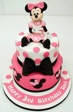 Change this to Mickey Mouse and we have Robbie's first birthday cake! Minni Mouse Cake, Mickey And Minnie Cake, Minnie Mouse Birthday Cakes, Bolo Minnie, Birthday Cake Girls, 2nd Birthday, Fancy Cakes, Cute Cakes, Yummy Cakes