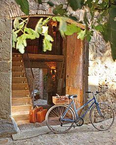 Uma casa de pedra com décor delicioso