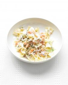 Try Farfalle Pasta with Smoked Salmon and Cream Cheese! You'll just need 12 ounces farfalle (bow-tie pasta), Coarse salt and ground pepper, 1 small red. Quick Pasta Recipes, Seafood Pasta Recipes, Shellfish Recipes, Smoked Salmon Pasta, Smoked Salmon Recipes, Jai Faim, Farfalle Pasta, Everyday Food, Pasta Dishes