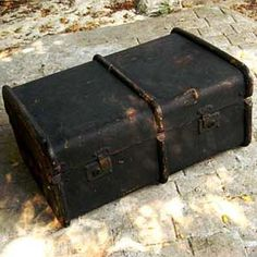 lovely old vintage trunk- great for photographs