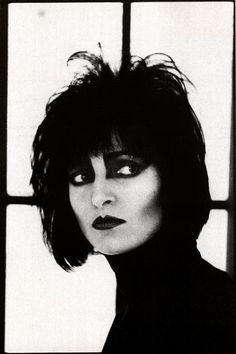 Siouxsie Sioux photographed by Anton Corbijn, 1986. °