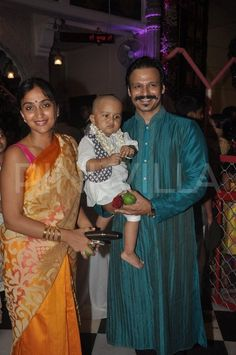 Vivek Oberoi's son clicked by the paparazzi for the first time | PINKVILLA
