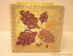 Quilling Herbst-Teelicht hier mit Eichenblätter. Quilling candle holder here with oak leaves.