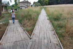 Melle, jardin d'eau jardin d'ortie de Gilles Clément, platelage bois