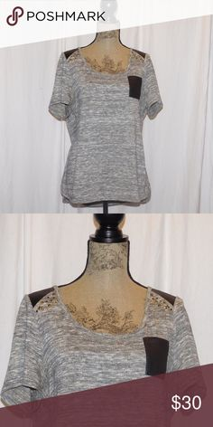 ✨FLASH SALE TODAY ONLY✨ Lane Bryant Top Accents on shoulders • Gold Metalic flecks throughout • Size 14/16 • Lane Bryant Tops Tees - Short Sleeve
