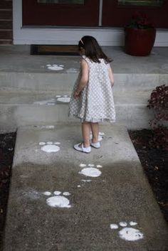 Easter Bunny flour tracks! I absolutely love this! Need to remember!